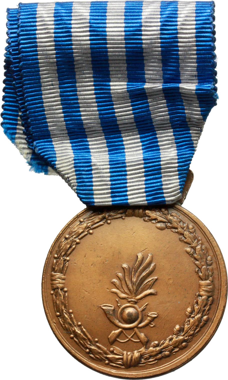 D/  Medaglia con nastrino Repubblica Italiana. Al Merito di lungo comando nella Guardia di Finanza (1954).    Brambilla p. 866. AE.   mm. 36.00    qSPL.