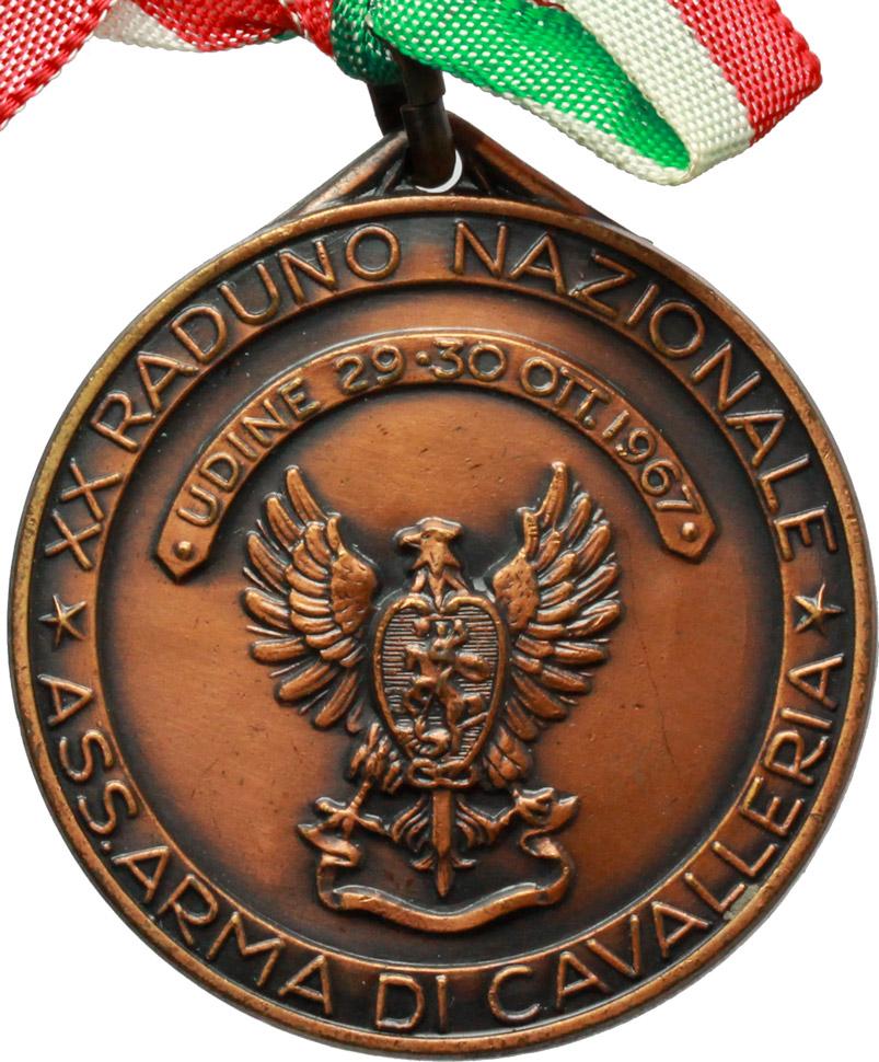 D/  Medaglia e nastrino tricolore Ass. Armata di Cavalleria, XX Raduno Nazionale. Udine, 29-30 Ottobre 1967.     AE.   mm. 38.80    SPL.