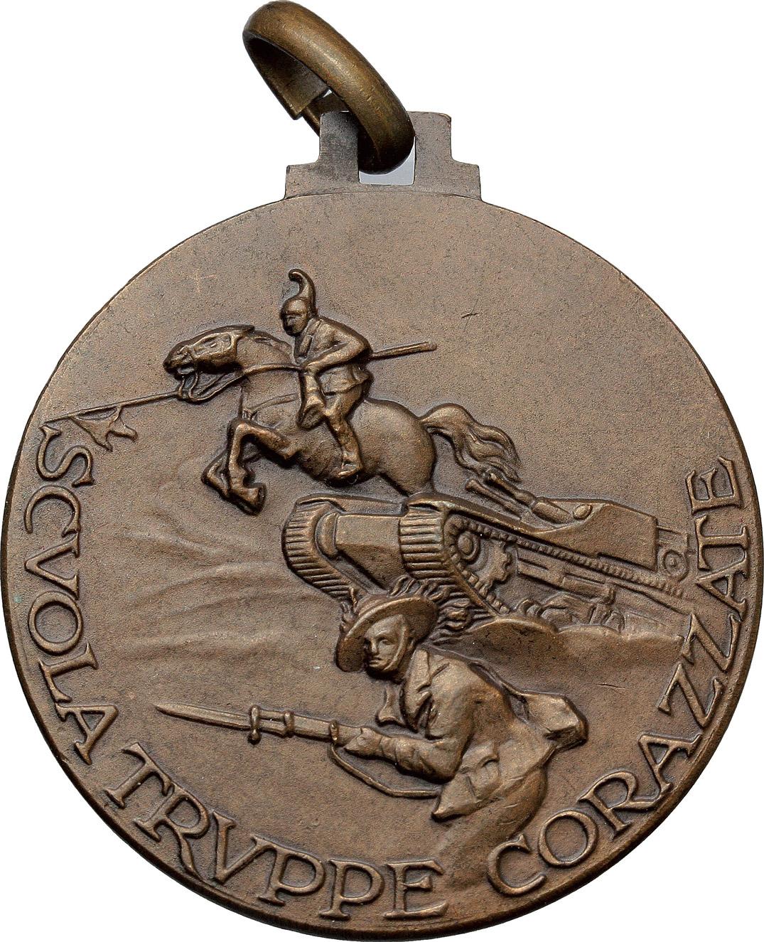 R/  Medaglia per la scuola truppe corazzate.     AE.   mm. 35.80 Inc. U. Boeri.   SPL.