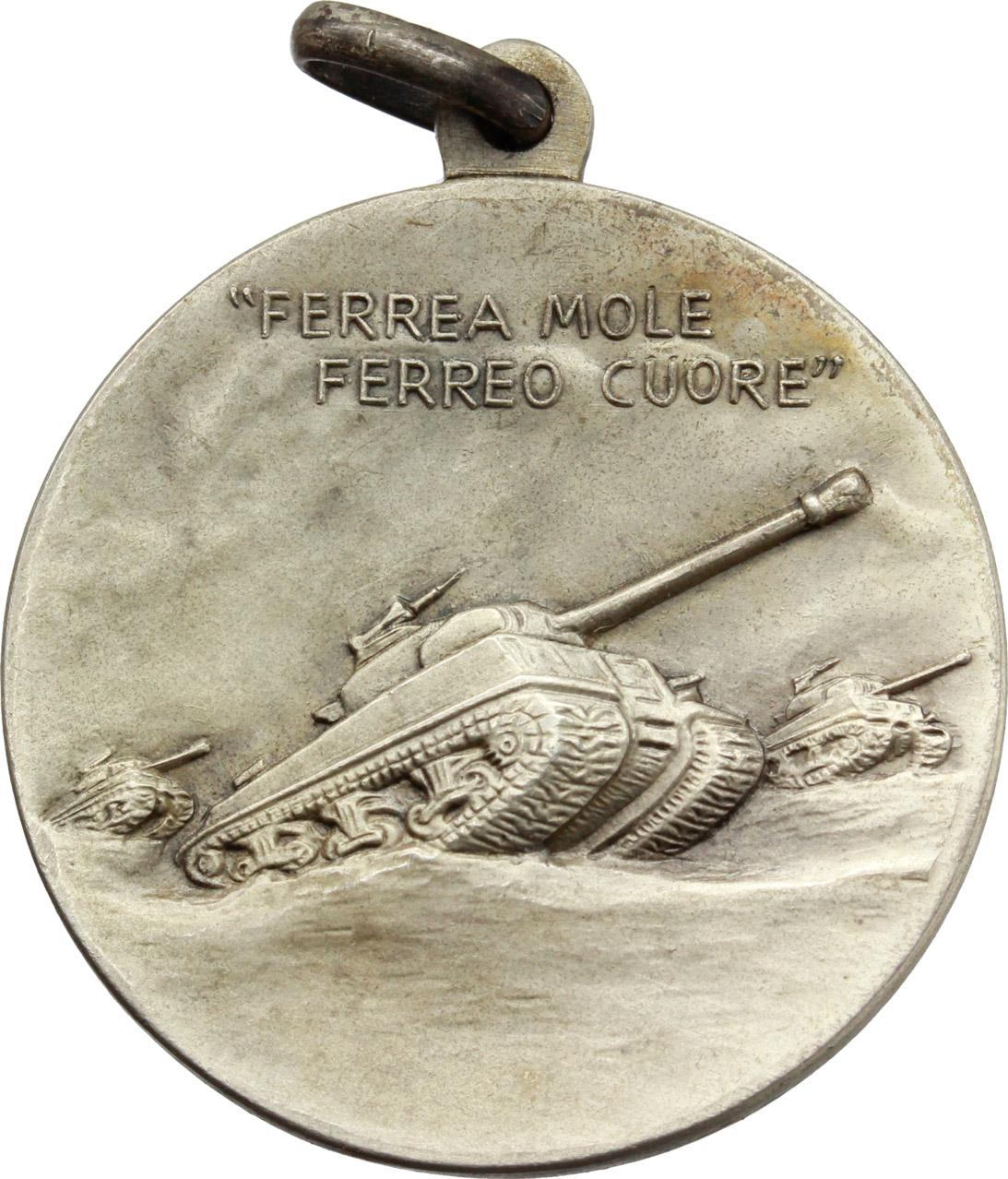 D/  Medaglia con appiccagnolo 31° Reggimento carristi 'Centauro'. 'Ferrea mole/ ferreo cuore'.     AG.   mm. 30.00    SPL.
