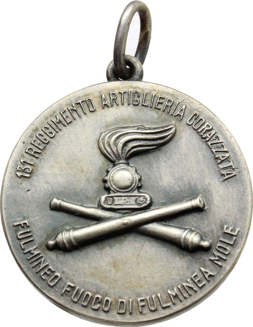 R/  Medaglia 131° Reggimento Artiglieria Corazzata. 'Fulmineo fuoco di fulminea mole'.     AG.   mm. 27.00    SPL.