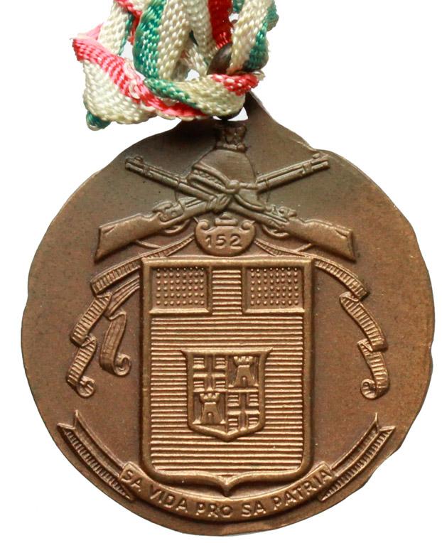 D/  Medaglia con nastrino tricolore 152° Reggimento Fanteria Sassari.     AE.   mm. 28.00    SPL.