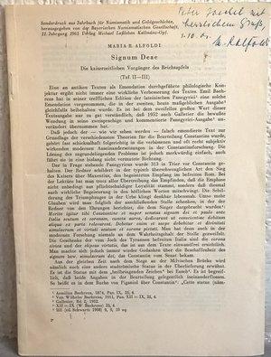 D/ ALFOLDI M. R. – Signum Deae. Die kaiserzeitlichen vorganger des Reichsapfels. Monaco, 1961. pp. 19-32, tavv. 2 raro