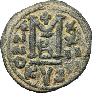 R/ Justinian I. (527-565).  AE Follis, Cyzicus mint. Obv. DN IVSTINIANVS PP AVI. Helmeted and cuirassed bust facing, holding globus cruciger and shield; to right, cross. Rev. Large M between A/N/N/O and X/X/II/II; above, cross; beneath, B; in exergue, KIZ. D.O. 164-81. Sear 207. AE. g. 16.92  mm. 34.00   A very attractive example. Roughness. Dark green patina. About EF.