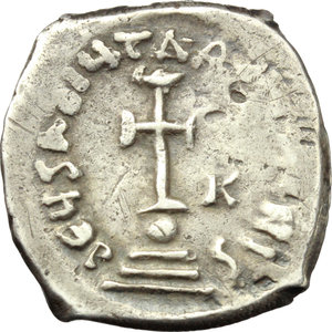 R/ Heraclius (610-641).  AR Hexagram, Constantinople mint. Obv. Heraclius and Heraclius Constantine seated facing on double throne; between their heads, cross. Rev. Cross potent on globe above three steps; in field to right, K. D.O. 64. Sear 798. AR. g. 6.25  mm. 25.50    VF.