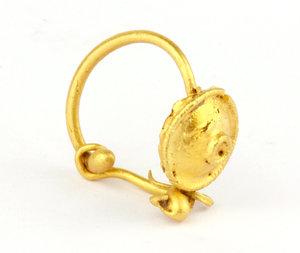 D/  Roman gold earring. I-II century AD. 13 mm. 0.92 g.