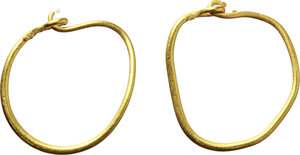 D/  A pair of roman gold earrings. I-II century AD. 12 mm. 1.01 g.