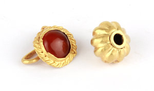 D/  A gold earring and a gold bead. Roman period, I-IV century AD. Earring: 12 mm, 1.63 g. Bead: 11 mm, 1.31 g.     Au. g. 2.94