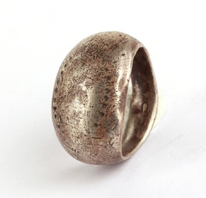 D/   Celtic ring decorated with dot pattern. III-I century BC. Silver. 24 x 21 mm.