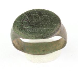 D/   Roman bronze ring with engraved bezel: 'APOC'.  I-III century AD. Bronze, 24 mm.