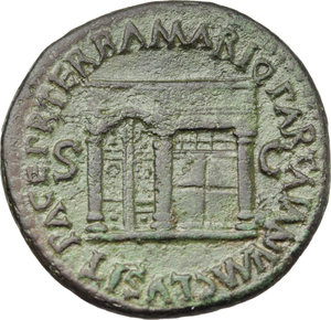 R/ Nero (54-68).  AE As, Rome mint. Obv. NERO CAESAR AVG GERM IMP. Laureate head right. Rev. PACE PR TERRA MARIC PARTA IANVM CLVSIT SC. View of one front of the temple of Janus with closed double doors to left. RIC 304. AE. g. 10.46  mm. 27.50   Green brown patina. Good VF.