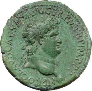 D/ Nero (54-68).  AE Dupondius, Lugdunum mint. Obv. NERO CLAVD CAESAR AVG GER PM TR P IMP PP. Laureate head right. Rev. VICTORIA AVGVSTI SC. Victory walking left, holding wreath and palm. RIC 449. AE. g. 13.24  mm. 30.00   A magnificent portrait. Enchanting emerald-green patina. Good VF/VF.