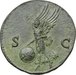 R/ Nero (54-68).  AE As, Lugdunum mint. Obv. IMP NERO CAESAR AVG P MAX TR PPP. Bare head right. Rev. SC. Victory flying left, holding shield inscribed SPQR. RIC 543. AE. g. 9.82  mm. 28.50   An excellent portrait. Lovely green patina. EF/About EF.