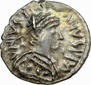 D/ Justinian I (527-565).  AR Half Siliqua, Ravenna mint. Obv. DN IVSTINIANVS PP A. Diademed and cuirassed bust right, wearing imperial mantle. Rev. Christogram on globe between two stars; all within wreath. Cf. D.O. 339 var. Ranieri 361 var. Sear 320 var. AR. g. 0.71  mm. 12.00  RRR.  About FDC/EF. Very rare and superb. Enchanting light patina with iridescent hues.