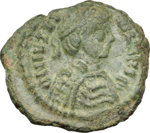 D/ Justinian I (527-565).  AE Decanummium, Ravenna mint, 540-547 AD. Obv. DN IVSTINIANVS P [ ]. Diademed, draped and cuirassed bust right. Rev. Large cross, with star in each angle; all within wreath. M.I.B. 237. Ranieri 381. D.O. 364 (uncertain). Sear 333 (uncertain). AE. g. 3.10  mm. 18.00  RRR. Extremely rare and in excellent condition for the issue. Superb emerald-green patina. Good VF.