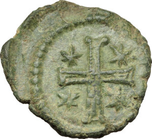 R/ Justinian I (527-565).  AE Decanummium, Ravenna mint, 540-547 AD. Obv. DN IVSTINIANVS P [ ]. Diademed, draped and cuirassed bust right. Rev. Large cross, with star in each angle; all within wreath. M.I.B. 237. Ranieri 381. D.O. 364 (uncertain). Sear 333 (uncertain). AE. g. 3.10  mm. 18.00  RRR. Extremely rare and in excellent condition for the issue. Superb emerald-green patina. Good VF.