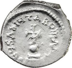 R/ Heraclius (610-641).  AR Hexagram or Double Miliarense, Constantinople mint. Obv. DD NON HERACLIVS ET HERA CONST PP. Heraclius and Heraclius Constantine seated facing on double throne, both holding globus cruciger; above, cross. Rev. DEVS ADIVTA ROMANIS. Cross potent on globe set on three steps. D.O. 61. R. 1389. Sear 795. AR. g. 6.60  mm. 26.00  R. Rare. Brilliant and superb. EF.