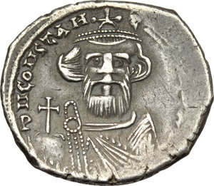 D/ Constans II (641-668).  AR Hexagram, Constantinople mint. Obv. Facing bust with short beard wearing crown and chlamys and holding globus cruciger. Rev. Cross potent on globe set on three steps. D.O. 50. Sear 991. AR. g. 4.85  mm. 22.00  R. Rare. An attractive example. Old cabinet tone. Good VF.