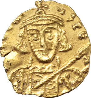 D/ Tiberius III, Apsimar (698-705).  AV Tremissis, Ravenna mint. Obv. [D. TibERI]YS PE AV. Bust facing, with short beard, wearing crown and cuirass and holding spear and shield. Rev. VICTORIA AVGY. Cross potent; beneath, CONOB; in field to right, Θ. D.O. 46a. B.M.C. 20 (Rome). T. 38 R.-. B.N.-. M.I.B. 68 (Ravenna?). Sear 1409. Ranieri 774. AV. g. 1.41  mm. 15.00  RR.  EF.