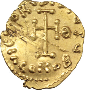 R/ Tiberius III, Apsimar (698-705).  AV Tremissis, Ravenna mint. Obv. [D. TibERI]YS PE AV. Bust facing, with short beard, wearing crown and cuirass and holding spear and shield. Rev. VICTORIA AVGY. Cross potent; beneath, CONOB; in field to right, Θ. D.O. 46a. B.M.C. 20 (Rome). T. 38 R.-. B.N.-. M.I.B. 68 (Ravenna?). Sear 1409. Ranieri 774. AV. g. 1.41  mm. 15.00  RR.  EF.