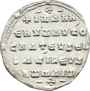 R/ John I Tzimisces (969-976).  AR Miliaresion, Constantinople mint. Obv. Cross crosslet on globus above two steps; at centre, circular medallion containing facing bust of John, wearing crown and loros. Rev. IωANN/EN Xω AVTO/CRAT EVSEB/BASIΛEVS/RωMAIω in five lines. D.O. 7. R. 1919. Sear 1792. AR. g. 2.49  mm. 21.50   A very attractive example, brilliant and superb. EF.