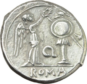 R/ Q series.  AR Victoriatus, 211-210 BC, Apulia (?). Obv. Laureate head of Jupiter right. Rev. Victory crowning trophy; in centre field, Q; in exergue, ROMA. Cr. 102/1. AR. g. 3.47  mm. 16.00  R. Rare. Beautiful style, superb and lightly toned with golden hues. EF.