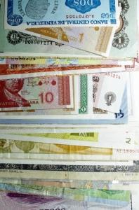 D/ Cartamoneta. Lotto di 56 Banconote Mondiali. Conservazioni miste.s.v
