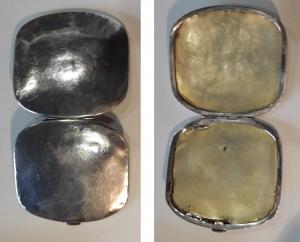 D/    Portasigarettein argento 925, prima metà '900. Lavorazione artigianale ovale, molto affascinante. Manca fascetta elastica interna ferma sigarette. Peso 72 gr. – misure: 8,5 cm x 8 cm. Raro. Buono.