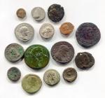 D/ Mini collezione A - Interessante gruppo di monete del periodo romano antico. Vengono proposte 15 monete con ben 10/12 diverse tipologie come: quadrante, denario, antoniniano, follis/maiorina, AE provinciale, asse, sesterzio, dupondio, oncia. Conservazioni varie, diversi imperatori (a voi la divertente ricerca!). Eccellente e curioso lotto da studio. Da notare che è presente un denario di NERONE (MB) e una delle provinciali è del periodo di TIBERIO. Controllate bene foto per tutti i dettagli! Per qualsiasi ulteriore informazione non esitate a scriverci! Saremo felici di rispondervi.