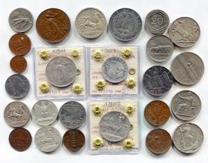 """D/ Mini collezione C - Proponiamo una piccola ma interessante collezione di monete del Regno d'Italia, inerenti Vittorio Emanuele 3° (1900-1943). Sono ben 25 monete (di cui 9 argenti) di tipologie, diverse le conservazioni. Controllate bene foto e lista qui sotto per tutti i dettagli!  - Lire 10 del 1927 """"Biga""""; - Lire 10 del 1936 """"Impero""""; - Lire 5 del 1927 """"Aquilino""""; - Lire 2 del 1911 """"Cinquantenario""""; - Lire 2 del 1908 """"Quadriga veloce""""; - Lire 2 del 1916 """"Quadriga Briosa"""";  - Lire 1 del 1907 """"Aquila Sabauda""""; - Lire 1 del 1913 """"Quadriga veloce""""; - Lire 1 del 1917 """"Quadriga Briosa"""";  - Buono 2 lire 1923 / Buono 1 lira 1922; - 50 centesimi 1921 """"Leoni""""; - 20 centesimi 1919 """"Esagono""""; - 20 centesimi 1921 """"Donna Librata""""; - 10 centesimi del 1911 """"Cinquantenario""""; - 10 cent APE / 5 cent SPIGA.  - 10 cent / 5 cent IMPERO. - 20 cent / 50 cent. / 1 lira / 2 Lire """"Impero"""". - 2 cent 1906 """"Valore""""; - 1 cent 1907 """"Italia su Prora"""";"""