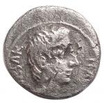 obverse: Impero Romano -Augusto. 27 a.C-14 d.C.Quinario. Ag. 28 a.C.D/ CAESAR IMP VII. Testa nuda a destra.R/ ASIA RECEPTA. Vittoria stante a sinistra su cista mistica tra due serpenti eretti.RIC 276. Peso gr. 1,53. Diameto mm. 13,35. qBB. §