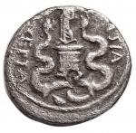 reverse: Impero Romano -Augusto. 27 a.C-14 d.C.Quinario. Ag. 28 a.C.D/ CAESAR IMP VII. Testa nuda a destra.R/ ASIA RECEPTA. Vittoria stante a sinistra su cista mistica tra due serpenti eretti.RIC 276. Peso gr. 1,53. Diameto mm. 13,35. qBB. §