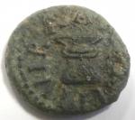 reverse: Impero Romano. Augusto. 27 a.C. 14 d.C. Quadrante. Ae. D/ C NAEVIVS CAPELLAIntorno a SC. R/ III VIR AAA FF intorno ad un altare. RIC 466. Peso 3,63 gr. Diametro 16 mm.BB+. Patina verde. R.
