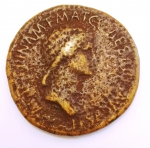 obverse: Impero Romano. Agrippina madre, figlia di Agrippa, moglie di Germanico (deceduta nel 33 d.C.). Sesterzio. Ae. D/ AGRIPPINA M.F. MAT.C.CAESARIS AVGVSTI. Busto drappeggiato a destra. R/ SPQR MEMORIAE AGRIPPINAE. Carpentum trainato da due mule a sinistra. RIC (Cal.)55. Peso gr. 27,62. Diametro mm. 33,00. qBB. R. °°