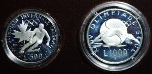 obverse: San Marino. Anno 1988. Dittico di monete d Argento Celebrative della XV Olimpiade invernale di Calgary (L.500) e della XXIV Olimpiade di Seul (L.1000) in Confezione originale.FS