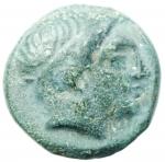 obverse: Mondo Greco. Macedonia. Filippo II. 359-336 a.C. Bronzo. D/ Testa laureata di Apollo verso destra. R/ Il giovane Filippo a cavallo, tra le zampe del cavallo tridente. Peso 6,05 gr. Diametro 18,88 mm. BB.