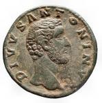 Impero Romano - Divo Antonino. Dopo il 161 dc. Sesterzio Ae. gr 23,53. mm 31,78. d/ DIVVS ANTONINVS Busto a ds con testa nuda r/ CONSECRATIO S-C Pira decorata a quattro piani, sormontata da quadriga. RIC M. Aurelius 1266. C 165. Traccie di pulizia. BB+. Raro