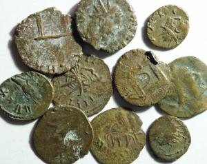 D/ Barbari . Lotto di 10 monete imitative dei radiati romano gallici. Mediamente BB.