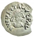 D/ Barbari. I Gepidi, re sconosciuto. ca. 540-560 d.C. Mezza siliqua al nome di Anastasio. AG. Sirmium. D/ DN ANASTASIVS P AV (tutte le N e S invertite). Busto diademato e corazzato a destra. R/ Legenda retrograda * Λ INVICTΛ + RAVNΛMI. Monogramma di Teodorico. Cfr. Demo 69-78. Cfr. Metlich S. 43, Abb. 22 var. Peso gr. 0.72. Diametro mm. 16.50. Marginale mancanza di metallo, esterna alle legende, da ore 2 a ore 4, altrimenti SPL. Molto rara e di qualità eccellente per il tipo, con una bellissima patina dai riflessi dorati. ex Artemide Aste XXXVI, lotto 388. RRR.
