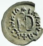 R/ Barbari. I Gepidi, re sconosciuto. ca. 540-560 d.C. Mezza siliqua al nome di Anastasio. AG. Sirmium. D/ DN ANASTASIVS P AV (tutte le N e S invertite). Busto diademato e corazzato a destra. R/ Legenda retrograda * Λ INVICTΛ + RAVNΛMI. Monogramma di Teodorico. Cfr. Demo 69-78. Cfr. Metlich S. 43, Abb. 22 var. Peso gr. 0.72. Diametro mm. 16.50. Marginale mancanza di metallo, esterna alle legende, da ore 2 a ore 4, altrimenti SPL. Molto rara e di qualità eccellente per il tipo, con una bellissima patina dai riflessi dorati. ex Artemide Aste XXXVI, lotto 388. RRR.