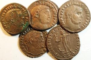 D/ Lotti. Impero Romano. Licinio I, lotto di 5 follis ridotti. Mediamente qBB.