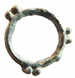 D/ Celti. II-I sec. a.C. Moneta ad anello con tre coppie di globetti.: AE. Peso 2,00 gr. Diametro 24 mm. BB+.w