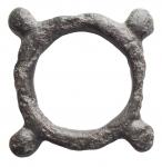 R/ Celti -Valle dell'alto e medio Danubio.II-I secolo a.C.Monetaad anello decorata con quattro globetti. Ae. Peso gr. 7,20. Buone condizioni.