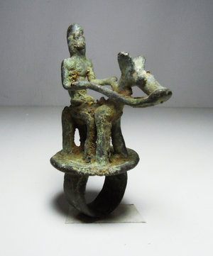D/ Mali. Dogon people. AE Ring. Horseman soldier on top. 1850 AD. 78 gr. - 7,5x5 cm. Rare