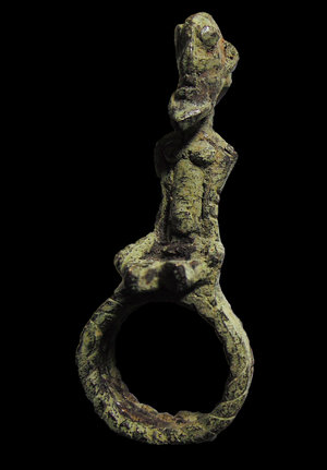 D/ Mali. Dogon people. AE Ring. Human figure on top. 1850 AD. 40 gr. - 7x5 cm. Rare
