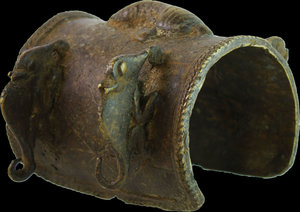 D/ MALI. DOGON TRIBES 1800 ca. ANKLE MONEY WITH CHAMELEONSBRONZE 639 gr. (22,37 oz) - 13x10x8,5 cm. (5x3,9x3,3 inch)