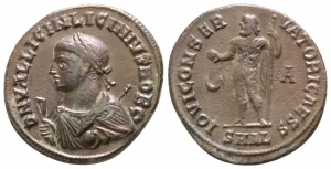 obverse image: LICINIO II (317-324), Alessandria. AE Follis (2,75 gr. – 17 mm.). D.\: D N VAL LICIN LICINIVS NOB C, laureate, draped bust left, holding globe, sceptre and mappa. R.\: IOVI CONSERVATORI CAESS, Jupiter standing left, chlamys across left shoulder, holding Victory on globe and sceptre. Cresent left & A in right field. Mintmark SMAL. RIC VII 30°. BB+.