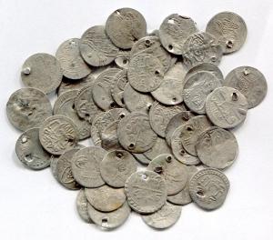 D/ Monete del Mondo. Lotto di 50 monetine d'argento (forate) arabe. Conservazioni varie. Lotto visto ed accettato.