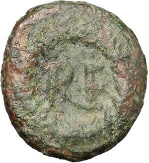 R/ Ostrogothic Italy.  AE Decanummium. Municipal bronze coinage of Ravenna, c. 536-554 AD. Obv. FELIX RAVENNA. Crowned and draped bust of Ravenna right. Rev. Monogram of Ravenna within laurel wreath. MEC 145. Ranieri 260-5. AE. g. 3.11  mm. 16.50  R. Rare. Green-brown patina. VF.