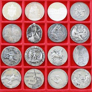 R/ Paolo VI (1963-1978). Serie completa medaglie annuali, A. I- XVI in argento.     AG.      FDC.